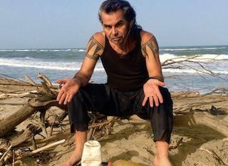 Piero Pelù, prima di Sanremo 2020 pulisce le spiagge invase dalle plastiche