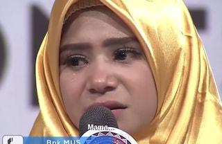 Dramma Tv in Indonesia, telefona alla madre malata ma lo zio le dice che è morta