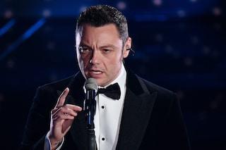 """Il medley di Tiziano Ferro a Sanremo, da """"Non me lo so spiegare"""" a """"Per dirti ciao"""""""
