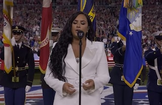 """Demi Lovato al Super Bowl a un anno dall'overdose, dieci anni fa la profezia: """"Un giorno canterò lì"""""""