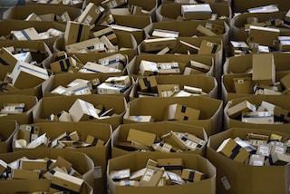Amazon non ferma le consegne di cd e vinili nuovi ma dà priorità a beni di prima necessità