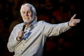 """Morto Kenny Rogers per """"cause naturali"""", è stato l'icona della musica country"""