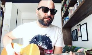 """Coronavirus, Giuliano Sangiorgi canta Restiamo a casa: """"Voglio dedicarvela per annullare le distanze"""""""