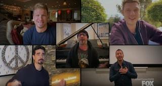 """La reunion dei Backstreet Boys che dall'isolamento rifanno """"I want it that way"""" (anche coi figli)"""
