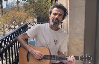 """Pau Dones degli Jarabedepalo torna con Vuelvo dopo il ritiro: """"La musica mi è tornata in testa"""""""