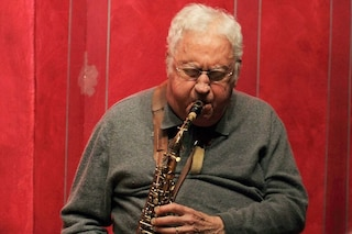 È morto Lee Konitz per complicazioni da Covid-19: suonò il sax in Birth of the cool di Miles Davis