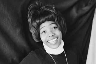 """È morta Millie Small, la cantante di """"My Boy Lollipop"""" stroncata da un ictus a 73 anni"""