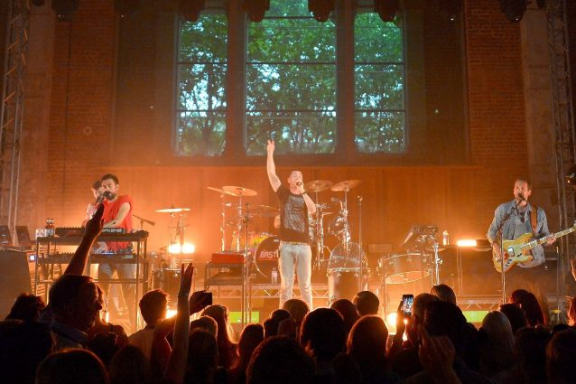 I Bastille in concerto in una Chiesa (Jim Dyson/Getty Images for Hilton Honors)
