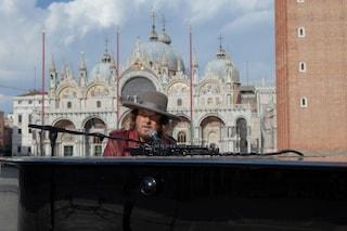 """Zucchero si esibisce in una Piazza San Marco completamente vuota con l'inedito """"Amore adesso"""""""