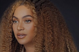 """Beyoncé incanta con il discorso contro il razzismo: """"Non smettete mai di essere voi stessi"""""""