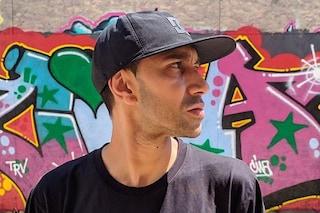 """Amir Issaa: """"Mia madre mi chiamava Massimo per proteggermi dal razzismo. La speranza? È nei rapper"""""""