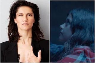"""Elisa piange la morte di Luna, da bambina nel video di Bruciare per te: """"Aveva una luce magnetica"""""""