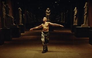 Guardiamoci Mahmood al Museo Egizio mentre ci si scandalizza per Chiara Ferragni agli Uffizi