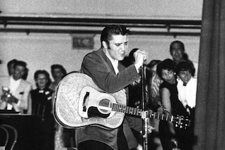 La chitarra di Elvis Presley venduta a prezzo record, 1milione e 300mila dollari per il cimelio
