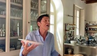 """Gianni Morandi balla Jerusalema: """"Chiudono le discoteche? E io ballo in casa"""""""