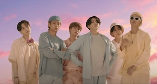 """Dynamite"" dei BTS batte il record di views in 24 ore su Youtube: guerra di numeri per Spotify"