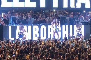 Al concerto di Elettra Lamborghini a Gallipoli non sembra esserci stato distanziamento