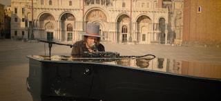"""Zucchero festeggia i suoi 65 anni con il video di """"Sarebbe questo il mondo"""" a piazza San Marco"""