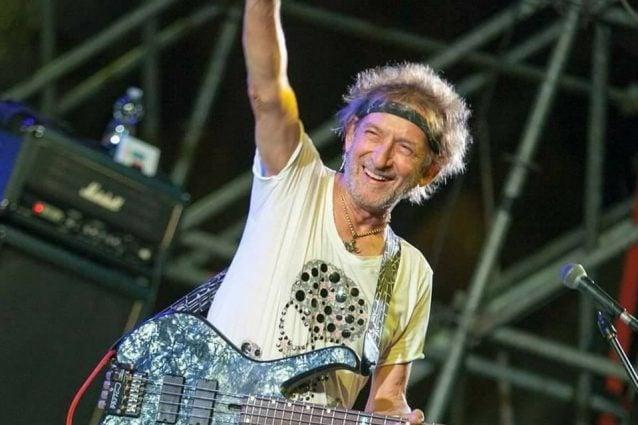 Il bassista dal palco al trapianto Vasco Rossi:
