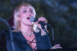 """Miley Cyrus annuncia il nuovo album: """"Ho perso la casa in un incendio ma ho trovato le mie ceneri"""""""""""