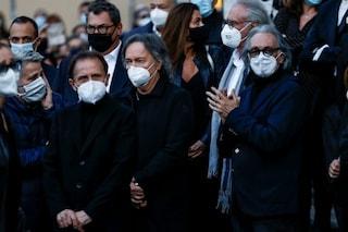 """I Pooh ai funerali di Stefano D'Orazio, Dodi Battaglia commosso: """"Era lui a fare da collante"""""""