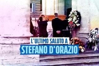 Funerale di Stefano D'Orazio, centinaia di persone accolgono la bara del cantante a Roma