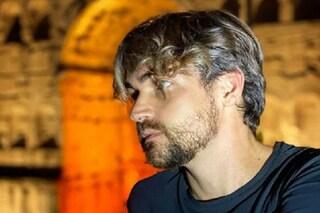 """Valerio Scanu ricorda il padre morto di Covid, il messaggio toccante: """"Ti vedevo come Highlander"""""""