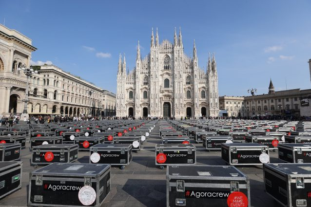 Bauli in piazza a Milano (ph Andrea Cherchi)