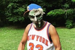 È morto Daniel Dumile, in arte MF Doom: il rapper aveva 49 anni, lo straziante annuncio della moglie