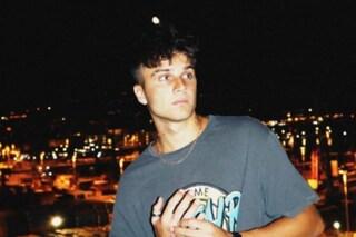 """Chi è Patrick Rubino, tra Amici, TikTok e la sofferenza dell'amore a distanza in """"Ora"""""""