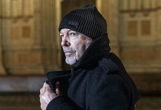 """Vasco Rossi ci accompagna per mano nel video della sua """"Canzone D'Amore Buttata Via"""""""