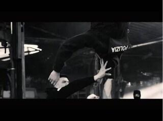 Nel video del rapper Fuma c'è un poliziotto impiccato: Youtube lo rimuove