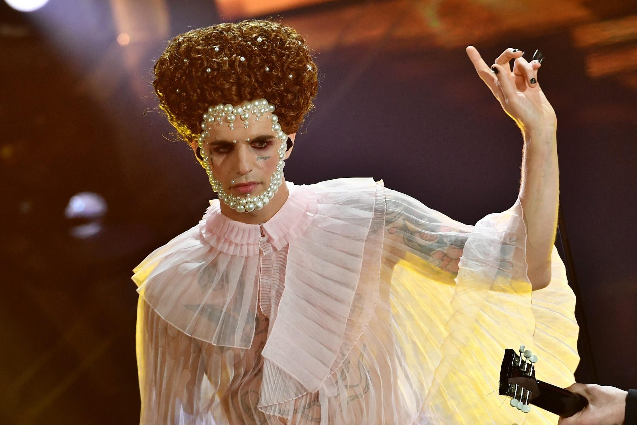 Achille Lauro durante un'esibizione al Festival di Sanremo 2020