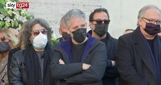I funerali del deejay Claudio Coccoluto, la commozione di Beppe Fiorello