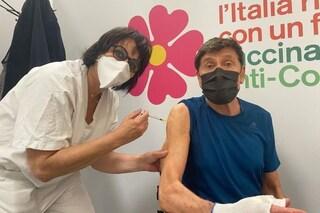 """Gianni Morandi si vaccina contro il Covid a due mesi dall'incidente: """"Finalmente!"""""""