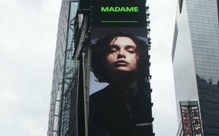 Cosa ci fa la foto di Madame sui cartelloni di Times Square a New York