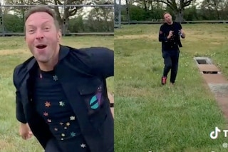 I Coldplay lanciano il singolo Higher Power su TikTok: Chris Martin balla per la piattaforma