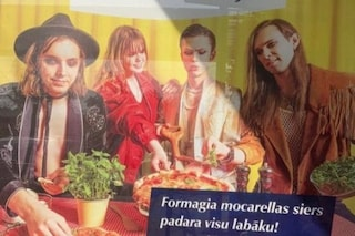 """Sosia dei Maneskin in Lettonia per promuovere la mozzarella locale: """"Buono come in Italia"""""""