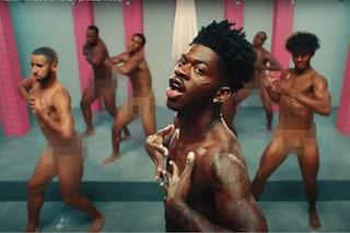 """Lil Nas X ancora al centro delle polemiche per le nudità in prigione in """"Industry Baby"""""""