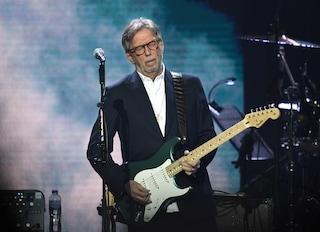 Eric Clapton strizza l'occhio ai no vax: non si esibirà dove si richiede l'obbligo vaccinale