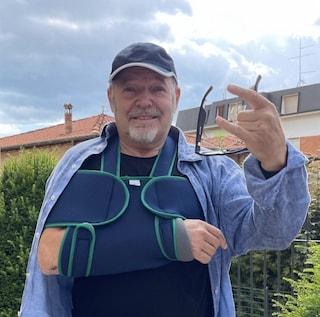 """Incidente alla spalla per Vasco Rossi, la foto sui social: """"Niente di grave, un male boia però"""""""