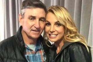 Il padre di Britney Spears rinuncia alla tutela legale della cantante
