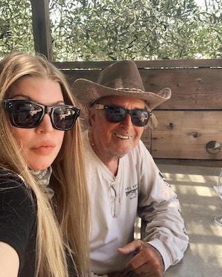 Le parole emozionanti di Fergie per ricordare il papà morto ad agosto