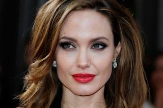 """""""Cerco donatrice di ovuli identica ad Angelina Jolie"""", fan offre 30 mila dollari"""