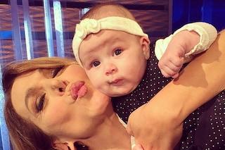 Barbara D'Urso e il selfie con Arya, la figlia di Micol Olivieri