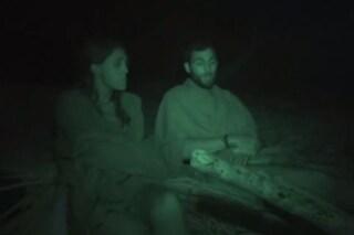 Cecilia e Brice, prime confidenze notturne all'Isola dei Famosi