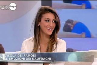 """Cristina Buccino fuori di seno in tv, la Panicucci: """"Cerca di coprirti"""" (FOTO)"""
