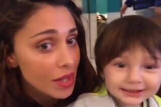"""Santiago De Martino compie due anni e canta """"Tanti auguri a te"""" con Belén (VIDEO)"""