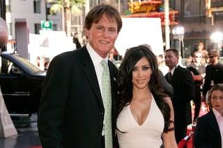 Il patrigno di Kim Kardashian denunciato per omicidio, la vittima è una donna