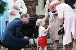 """""""Il piccolo George chiama Elisabetta 'nonnina', Sua Maestà intenerita glielo consente"""""""